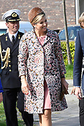 Hare Majesteit Koningin Maxima opent de 50e Resto VanHarte in Lelystad. Dit is een KinderResto. Kinderen in de leeftijd van 8 tot en met 13 jaar kunnen hier samenkomen om te koken en te leren over voeding, bewegen en samenwerken. <br /> <br /> Her Majesty Queen Maxima opens the 50th Resto VanHarte in Lelystad. This is a KinderResto. Children ages 8 to 13 can meet here to cook and learn about nutrition, moving and working together.<br /> <br /> Op de foto / On the photo:   Aankomst / Arrival