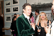 TOM DIXON, Royal Academy of Arts Annual dinner. Royal Academy. Piccadilly. London. 1 June <br /> <br />  , -DO NOT ARCHIVE-© Copyright Photograph by Dafydd Jones. 248 Clapham Rd. London SW9 0PZ. Tel 0207 820 0771. www.dafjones.com.