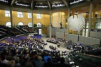 10 MAR 2006, BERLIN/GERMANY:<br /> Uebersicht Plenarsaal, Bundestagsdebatte zur Ersten Beratung der Grundgesetzaenderungen im Rahmen der Foederalismusreform, Plenum, Deutscher Bundestag<br /> IMAGE: 20060310-01-043<br /> KEYWORDS: Bundesadler, Übersicht