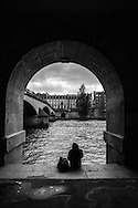 France. Paris. 1st district . The Seine river and Paris city center view from the quay du Louvre along the Seine river/ Le quai du Louvre longe la Seine