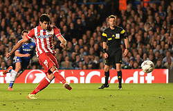 30.04.2014, Stamford Bridge, London, ENG, UEFA CL, FC Chelsea vs Atletico Madrid, Halbfinale, Rueckspiel, im Bild Athletico Madrid's forward Diego Costa scores a goal from a penalty // Athletico Madrid's forward Diego Costa scores a goal from a penalty during the UEFA Champions League Round of 4, 2nd Leg Match between Chelsea FC and Club Atletico de Madrid at the Stamford Bridge in London, Great Britain on 2014/05/01. EXPA Pictures © 2014, PhotoCredit: EXPA/ Mitchell Gunn<br /> <br /> *****ATTENTION - OUT of GBR*****