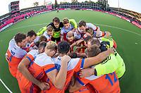 ANTWERPEN - huddle Oranje  voor  hockeywedstrijd  mannen ,Nederland-Duitsland (3-2) ,   bij het Europees kampioenschap hockey.   COPYRIGHT KOEN SUYK