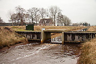 Stuw in watergang Gracht nabij Langelille-Scherpenzeel