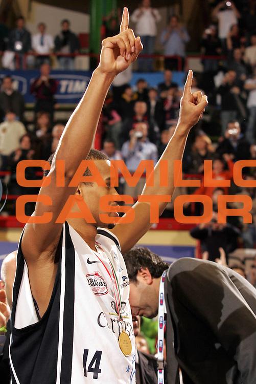 DESCRIZIONE : Forli Lega A1 2005-06 Coppa Italia Final Eight Tim Cup Carpisa Napoli Lottomatica Virtus Roma <br /> GIOCATORE : Greer <br /> SQUADRA : Carpisa Napoli <br /> EVENTO : Campionato Lega A1 2005-2006 Coppa Italia Final Eight Tim Cup Finale <br /> GARA : Carpisa Napoli Lottomatica Virtus Roma <br /> DATA : 19/02/2006 <br /> CATEGORIA : Esultanza <br /> SPORT : Pallacanestro <br /> AUTORE : Agenzia Ciamillo-Castoria/P.Lazzeroni