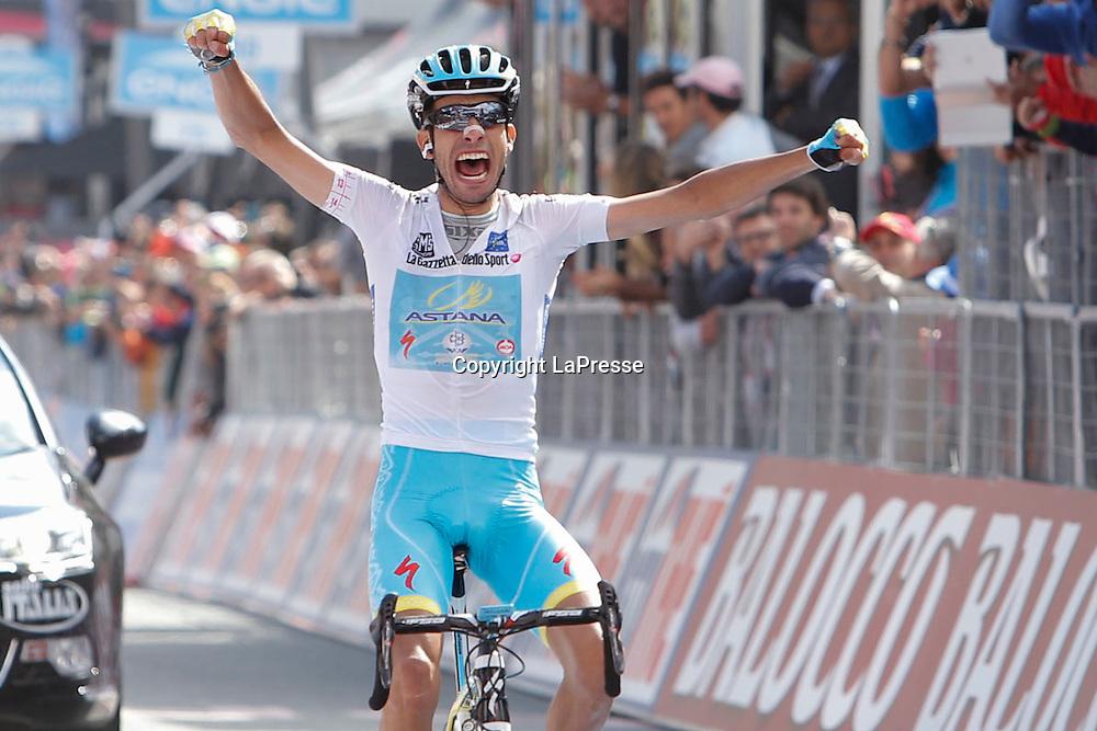 Foto LaPresse - Belen Sivori<br /> 29/05/2015 Cervinia ( Italia )<br /> Sport Ciclismo<br /> Giro d'Italia 2015 - 98a edizione - Tappa 19 - da Gravellona Toce a Cervinia - 236,1 Km ( 146,6 Miglia ) <br /> Nella foto: Aru Fabio -Ita- (Astana) in arrivo, vincedor di tappa 19<br /> <br /> Photo LaPresse - Belen Sivori<br /> 29 May 2015 Cervinia ( Italy )<br /> Sport Cycling<br /> Giro d'Italia 2015 - 98 edition - stage 19th  - from Gravellona Toce to Cervinia -  Km 236,1 ( 146,6 Miles ) <br /> In the pic: Aru Fabio -Ita- (Astana) winner stage 19
