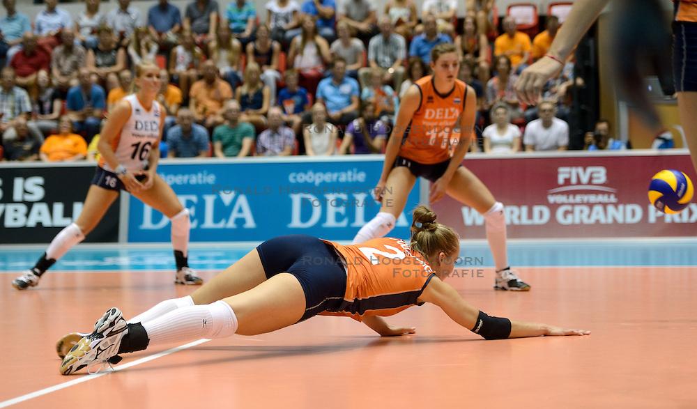 09-08-2014 NED: FIVB Grand Prix Nederland - Belgie, Doetinchem<br /> Femke Stoltenborg