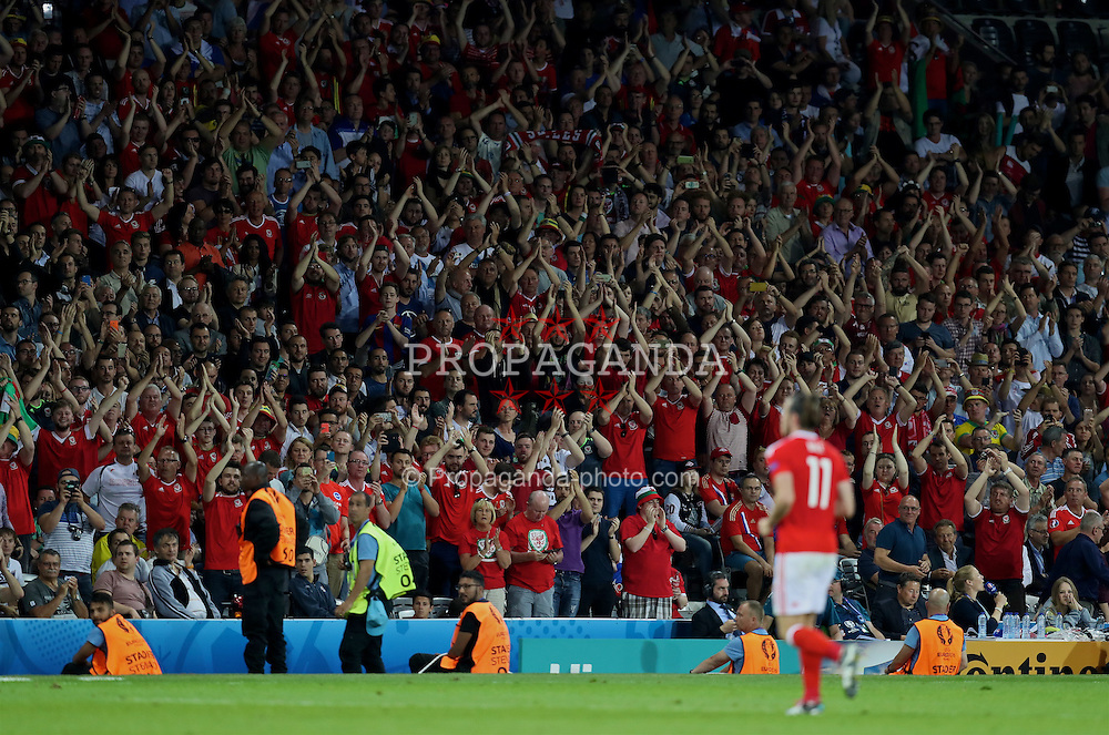TOULOUSE, FRANCE - Monday, June 20, 2016: Wales supporters give Gareth Bale a standing ovation as he is substituted during the 3-0 victory over Russia during the final Group B UEFA Euro 2016 Championship match at Stadium de Toulouse. (Pic by David Rawcliffe/Propaganda)