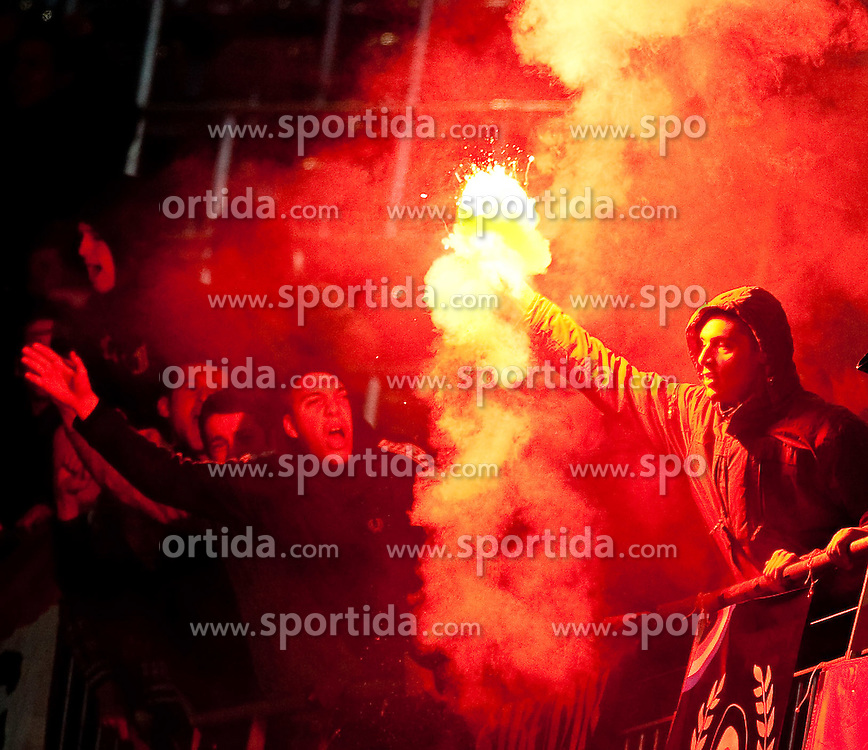 19.05.2010, Hypo Group Arena, Klagenfurt, AUT, Freundschaftsspiel, Österreich vs Kroatien im Bild Feature Bengalisches Feuer, Fan, bengalische Flammen, Rauch, EXPA Pictures © 2010, PhotoCredit: EXPA/ J. Feichter / SPORTIDA PHOTO AGENCY