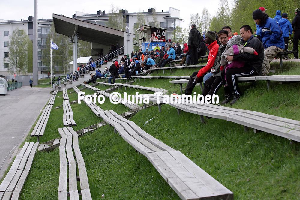 26.5.2014, Keskuskentt&auml;, Rovaniemi.<br /> Veikkausliiga 2014.<br /> Rovaniemen Palloseura - FF Jaro.<br /> Keskuskent&auml;n puupenkit.