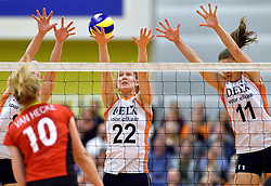 29-12-2015 NED: Nederland - Belgie, Almelo<br /> Op het 25 jaar Topvolleybal Almelo spelen Nederland en Belgie een oefen interland ter voorbereiding op het OKT dat maandag in Ankara begint. Nederland wint overtuigend met 3-0 / Nicole Koolhaas #22, Anne Buijs #11
