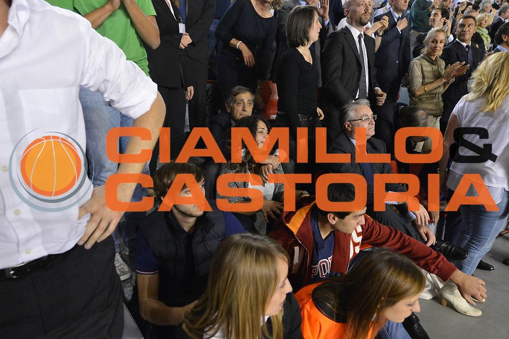DESCRIZIONE : Roma Lega A 2012-2013 Acea Roma Lenovo Cant&ugrave; playoff semifinale gara 2<br /> GIOCATORE : Tifosi VIP Claudio Toti<br /> CATEGORIA : esultanza<br /> SQUADRA : Acea Roma<br /> EVENTO : Campionato Lega A 2012-2013 playoff semifinale gara 2<br /> GARA : Acea Roma Lenovo Cant&ugrave;<br /> DATA : 27/05/2013<br /> SPORT : Pallacanestro <br /> AUTORE : Agenzia Ciamillo-Castoria/GiulioCiamillo<br /> Galleria : Lega Basket A 2012-2013  <br /> Fotonotizia : Roma Lega A 2012-2013 Acea Roma Lenovo Cant&ugrave; playoff semifinale gara 2<br /> Predefinita :