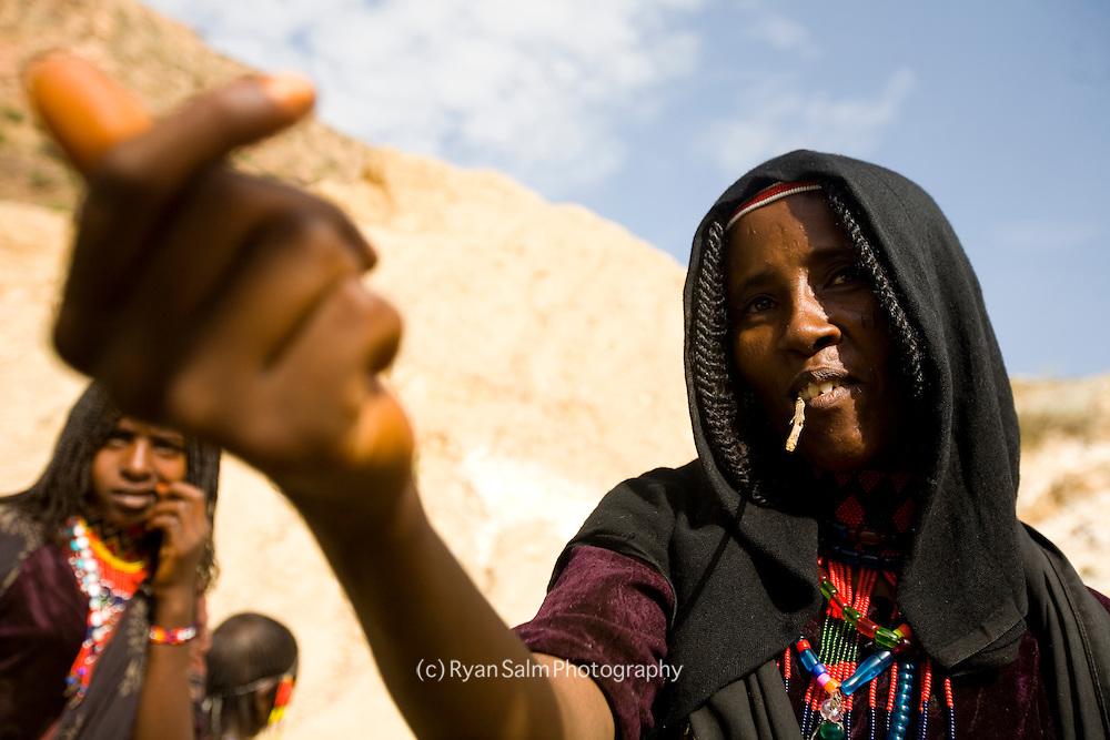 An Afar woman asks for a small handout