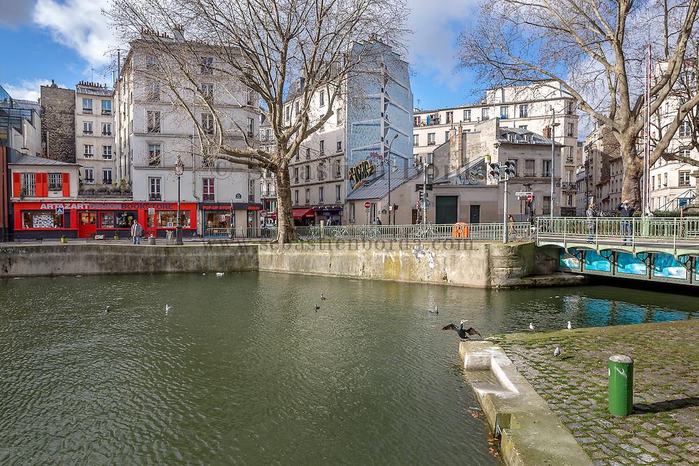 Scène de vie au bord du canal Saint Martin // Saint Martin canal life scene