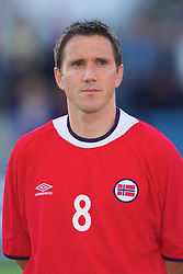 OSLO, NORWAY - Wednesday, September 5, 2001: Norway's Oyvind Leonhardsen during the FIFA World Cup 2002 Qualifying Group 5 match against Wales at the Ullevaal Stadion. (Pic by David Rawcliffe/Propaganda)