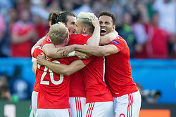 PARIS, FRANCE - Saturday, June 25, 2016: Wales' Gareth Bale, Jonathan Williams, Aaron Ramsey and Hal Robson-Kanu celebrate victory against Northern Ireland during the Round of 16 UEFA Euro 2016 Championship match at the Parc des Princes. (Pic by Paul Greenwood/Propaganda)