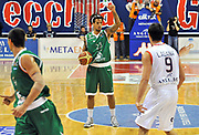 DESCRIZIONE : Biella Lega A 2012-13  Angelico Biella Montepaschi Siena<br /> GIOCATORE : Daniel Hackett<br /> SQUADRA : Montepaschi Siena <br /> EVENTO : Campionato Lega A 2012-2013 <br /> GARA : Angelico Biella Montepaschi Siena <br /> DATA : 29/10/2012<br /> CATEGORIA : Palleggio Schema<br /> SPORT : Pallacanestro <br /> AUTORE : Agenzia Ciamillo-Castoria/ L.Goria<br /> Galleria : Lega Basket A 2012-2013 <br /> Fotonotizia : Biella Lega A 2011-12  Angelico Biella Montepaschi Siena <br /> Predefinita