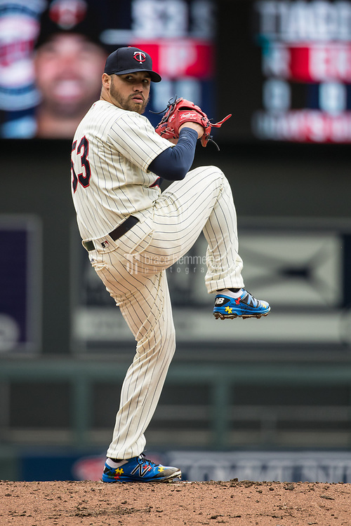 MINNEAPOLIS, MN- APRIL 5: Hector Santiago #53 of the Minnesota Twins pitches against the Kansas City Royals on April 5, 2017 at Target Field in Minneapolis, Minnesota. The Twins defeated the Royals 9-1. (Photo by Brace Hemmelgarn) *** Local Caption *** Hector Santiago