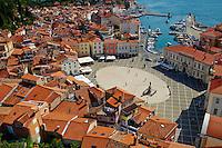 Slovenie, region de Primorska, Piran, place Tartini // Slovenia, Primorska region, Adriatic Coast, Piran, Tartini Square