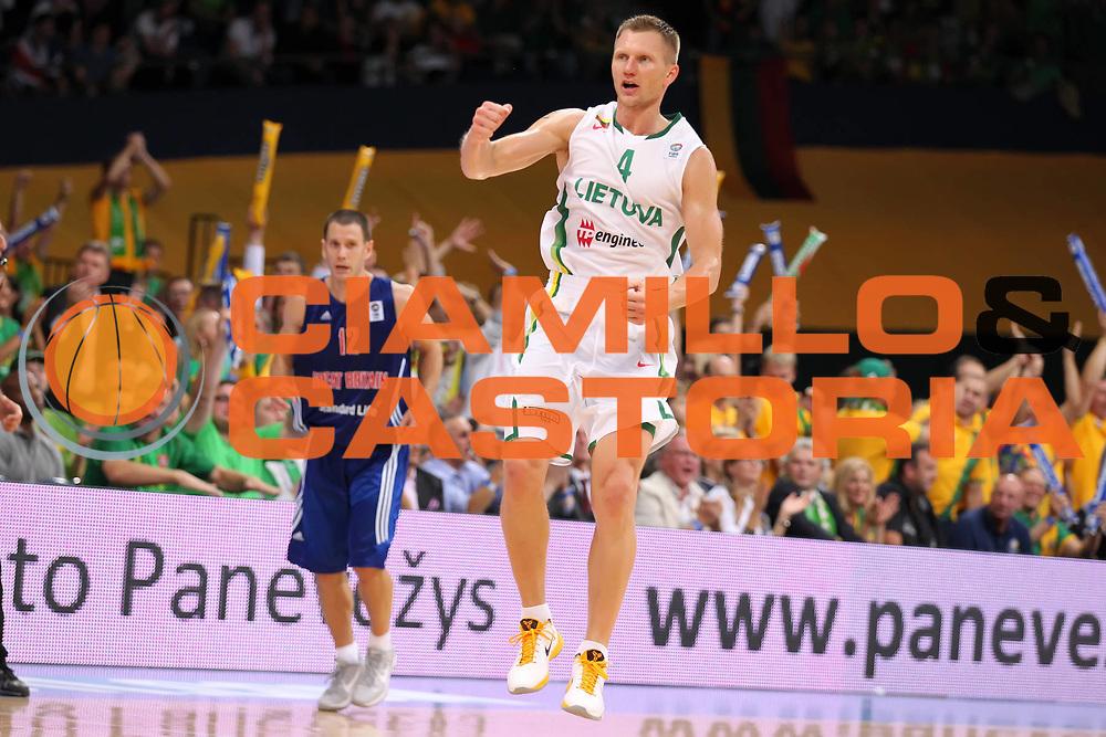 DESCRIZIONE : Panevezys Lithuania Lituania Eurobasket Men 2011 Preliminary Round Lituania Inghilterra Lithuania Great Britain<br /> GIOCATORE : Rimantas Kaukenas<br /> SQUADRA : Lituania Lithuania<br /> EVENTO : Eurobasket Men 2011<br /> GARA : Lituania Inghilterra Lithuania Great Britain<br /> DATA : 31/08/2011 <br /> CATEGORIA : esultanza jubilation<br /> SPORT : Pallacanestro <br /> AUTORE : Agenzia Ciamillo-Castoria/ElioCastoria<br /> Galleria : Eurobasket Men 2011 <br /> Fotonotizia : Panevezys Lithuania Lituania Eurobasket Men 2011 Preliminary Round Lituania Inghilterra Lithuania Great Britain<br /> Predefinita :
