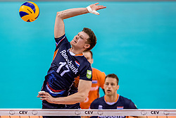 27-05-2017 NED: 2018 FIVB Volleyball World Championship qualification day 4, Apeldoorn<br /> Oostenrijk - Nederland / Micha&euml;l Parkinson #17