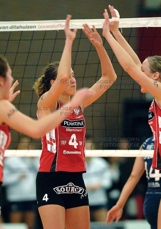 21-01-2007 VOLLEYBAL: PLANTINA LONGA - DELA MARTINUS: ZIEUWENT <br /> In een aantrekkelijke wedstrijd verliest Longa met 3-1 van Martinus / Titia Sustring<br /> &copy;2007-WWW.FOTOHOOGENDOORN.NL