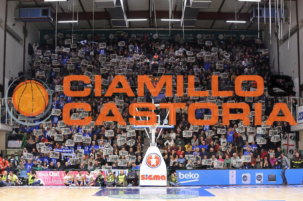 DESCRIZIONE : Campionato 2014/15 Dinamo Banco di Sardegna Sassari - Olimpia EA7 Emporio Armani Milano<br /> GIOCATORE : Spettatore Palaserradimigni<br /> CATEGORIA : Tifosi Pubblico Spettatori<br /> SQUADRA : Dinamo Banco di Sardegna Sassari<br /> EVENTO : LegaBasket Serie A Beko 2014/2015<br /> GARA : Dinamo Banco di Sardegna Sassari - Olimpia EA7 Emporio Armani Milano<br /> DATA : 07/12/2014<br /> SPORT : Pallacanestro <br /> AUTORE : Agenzia Ciamillo-Castoria / Claudio Atzori<br /> Galleria : LegaBasket Serie A Beko 2014/2015<br /> Fotonotizia : Campionato 2014/15 Dinamo Banco di Sardegna Sassari - Olimpia EA7 Emporio Armani Milano<br /> Predefinita :