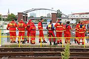 Mannheim. 29.07.17 | &Uuml;bung um M&uuml;hlauhafen<br /> M&uuml;hlauhafen. Rettungs&uuml;bung von Feuerwehr DLRG und ASB. Das Szenario: Ein Fahrgastschiff brennt und die Passagiere m&uuml;ssen gerettet werden. <br /> Auf der MS Oberrhein wird ge&uuml;bt. Dazu ankert das Schiff in der Fahrrinne des M&uuml;hlauhafens. Das Feuerl&ouml;schboot Metropolregion 1 kommt dazu.<br /> <br /> BILD- ID 0908 |<br /> Bild: Markus Prosswitz 29JUL17 / masterpress (Bild ist honorarpflichtig - No Model Release!)