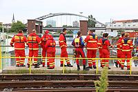 Mannheim. 29.07.17   &Uuml;bung um M&uuml;hlauhafen<br /> M&uuml;hlauhafen. Rettungs&uuml;bung von Feuerwehr DLRG und ASB. Das Szenario: Ein Fahrgastschiff brennt und die Passagiere m&uuml;ssen gerettet werden. <br /> Auf der MS Oberrhein wird ge&uuml;bt. Dazu ankert das Schiff in der Fahrrinne des M&uuml;hlauhafens. Das Feuerl&ouml;schboot Metropolregion 1 kommt dazu.<br /> <br /> BILD- ID 0908  <br /> Bild: Markus Prosswitz 29JUL17 / masterpress (Bild ist honorarpflichtig - No Model Release!)