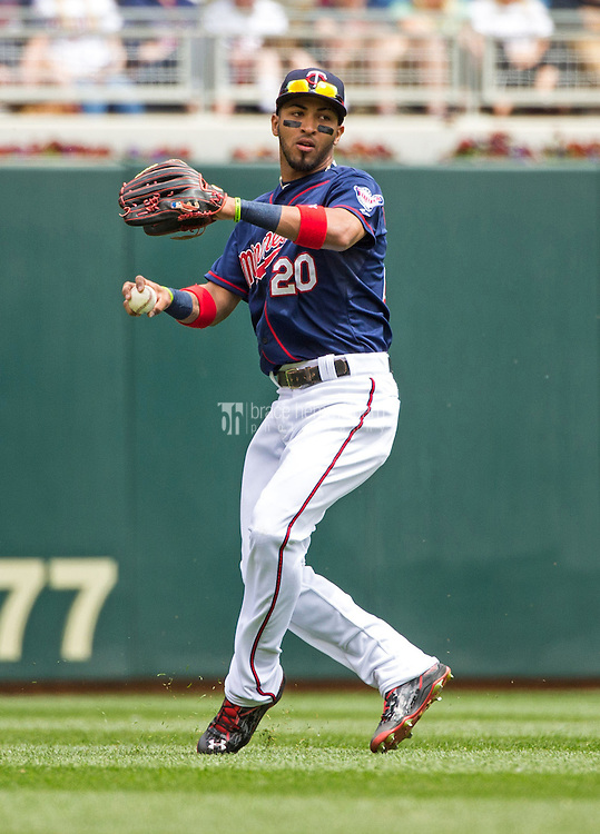 MINNEAPOLIS, MN- MAY 31: Eddie Rosario #20 of the Minnesota Twins throws against the Toronto Blue Jays on May 31, 2015 at Target Field in Minneapolis, Minnesota. The Twins defeated the Blue Jays 6-5. (Photo by Brace Hemmelgarn) *** Local Caption *** Eddie Rosario