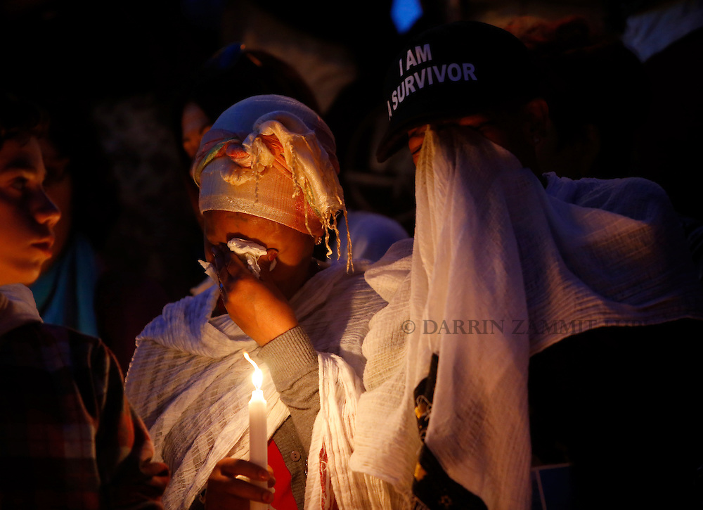 Migrants cry during a candlelight vigil to commemorate migrants who died at sea in Sliema, outside Valletta, April 22, 2015. European Union leaders who decided last year to halt the rescue of migrants trying to cross the Mediterranean will reverse their decision on Thursday at a summit hastily convened after nearly 2,000 people died at sea.  Public outrage over the deaths peaked this week after up to 900 migrants died last Sunday when their boat sank on its way to Europe from Libya. <br /> REUTERS/Darrin Zammit Lupi MALTA OUT. NO COMMERCIAL OR EDITORIAL SALES IN MALTA