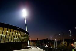 MARIBOR, SLOVENIA - Monday, October 16, 2017: A floodlight illuminates Stadion Ljudski vrt ahead of the UEFA Champions League Group E match between NK Maribor and Liverpool at the Stadion Ljudski vrt. (Pic by David Rawcliffe/Propaganda)