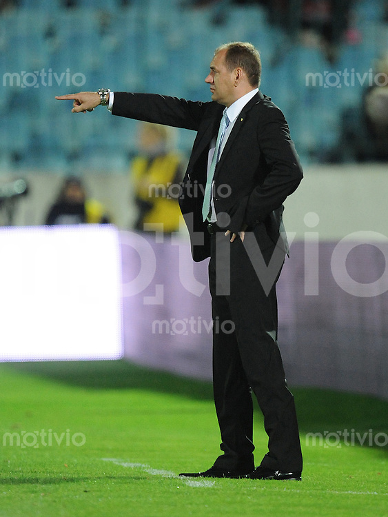 Fussball International   WM  2010  Qualifikation  Gruppe 3    05.09.2009 Slowakei - Tschechien  Vladimir WEISS (Trainer SVK) gibt Anweisungen
