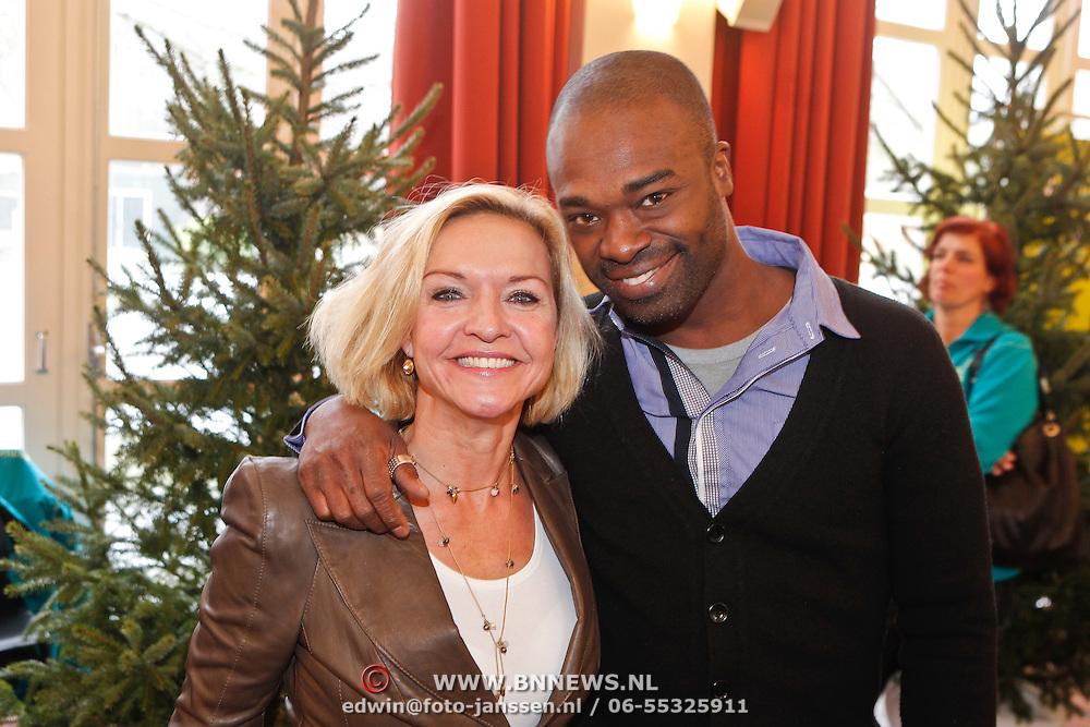 NLD/Amsterdam/20101208 - Skyradio Christmas Tree for Charity 2010, Marisca van Kolck en Ramon Beuk met dochter