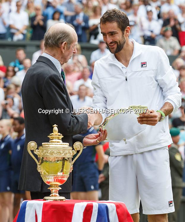 Herzog von Kent ueberreicht die Schale an Finalist MARIN CILIC (CRO), Siegerpokal steht im Vordergrund,Siegerehrung,Praesentation,Endspiel, Final.<br /> <br /> Tennis - Wimbledon 2016 - Grand Slam ITF / ATP / WTA -  AELTC - London -  - Great Britain  - 16 July 2017.