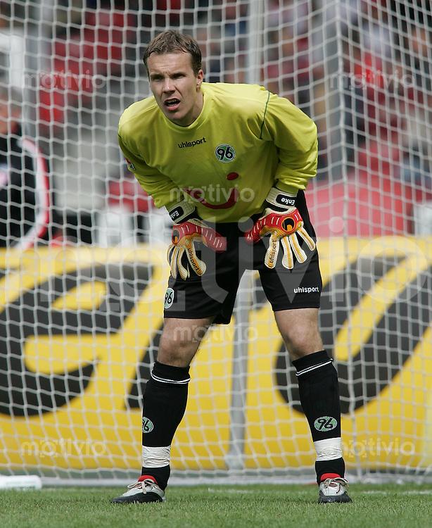 Fussball 1. Bundesliga Saison 2004/2005 32. Spieltag VfB Stuttgart 1-0 Hannover 96 H 96 Torwart Robert Enke