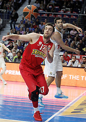 28.01.2016, Palacio de los Deportes, Madrid, ESP, FIBA, EL, Real Madrid vs Olympiacos PiraeusPlayoff, 5. Spiel, im Bild Real Madrid's Felipe Reyes (r) and Olympimpiacos Piraeus' Vangelis Mantzaris // during the 5th Playoff match of the Turkish Airlines Basketball Euroleague between Real Madrid and Olympiacos Piraeus at the Palacio de los Deportes in Madrid, Spain on 2016/01/28. EXPA Pictures © 2016, PhotoCredit: EXPA/ Alterphotos/ Acero<br /> <br /> *****ATTENTION - OUT of ESP, SUI*****