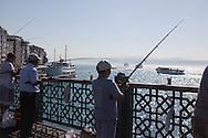 Turkey. Istambul. fishermen and urban life on Galata bridge/ sur le pont de Galata