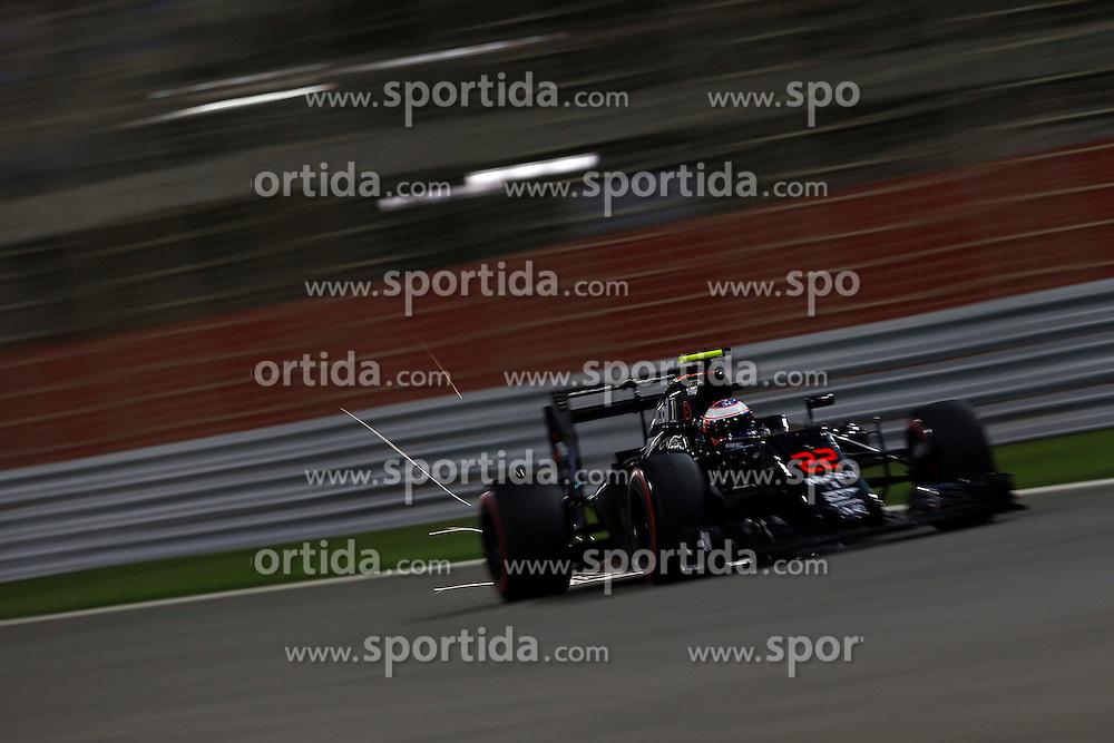 03.04.2016, International Circuit, Sakhir, BHR, FIA, Formel 1, Grand Prix von Bahrain, Rennen, im Bild Jenson Button (GBR) McLaren MP4-31 // during Race for the FIA Formula One Grand Prix of Bahrain at the International Circuit in Sakhir, Bahrain on 2016/04/03. EXPA Pictures &copy; 2016, PhotoCredit: EXPA/ Sutton Images/ Gasperotti/<br /> <br /> *****ATTENTION - for AUT, SLO, CRO, SRB, BIH, MAZ only*****