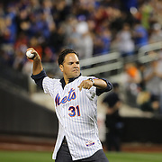 New York Mets legend Mike Piazza throwing out the first pitch during the New York Mets Vs New York Yankees MLB regular season baseball game at Citi Field, Queens, New York. USA. 20th September 2015. Photo Tim Clayton