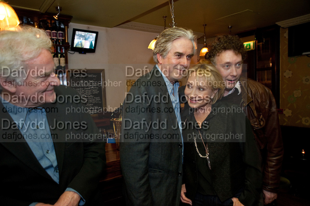 SIR RICHARD EYRE; NICHOLAS LE PREVOST; FELICITY KENDALL;  JASPER BRITTON, party after the press night of 'The Last Cigarette' at  the Trafalgar Studios. Party at Walkers, Craig's Court, Whitehall. London.  28 April 2009