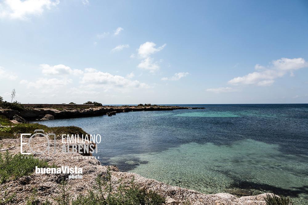 Favignana, Sicilia, Italia, 2016<br /> La zona di Calamoni, caratterizzata da calette sabbiose e scogli piatti.<br /> <br /> Favignana, Sicily, Italy, 2016<br /> The Calamoni area, famous for its sandy coves and flat rocks .