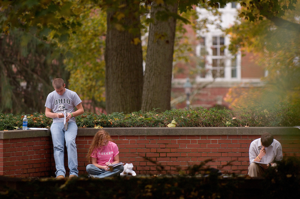 17896Campus fall/students