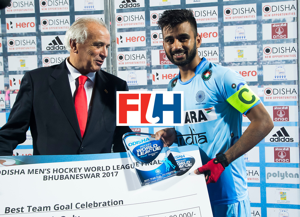BHUBANESWAR - Hockey World League finals Match for bronze , Germany v India (1-2). Manpreet Singh (Ind) with Leandro Negre.  COPYRIGHT KOEN SUYK