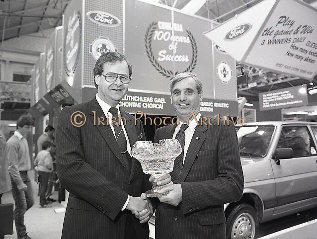 Presentation of Ford Centenary Trophy to president of G.A.A. at main hall of R.D.S., Merrion Road, Dublin,<br /> 16th May 1984