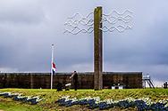 OUWERKERK - Prinses Margriet en Gerard Rabelink, burgemeester van Schouwen-Duiveland, in het Watersnoodmuseum tijdens de Nationale Herdenking van de Watersnoodramp. Het is dit jaar 65 jaar geleden dat 1836 mensen het leven lieten door de Watersnoodramp van 1953. ANP ROYAL IMAGES ROBIN UTRECHT