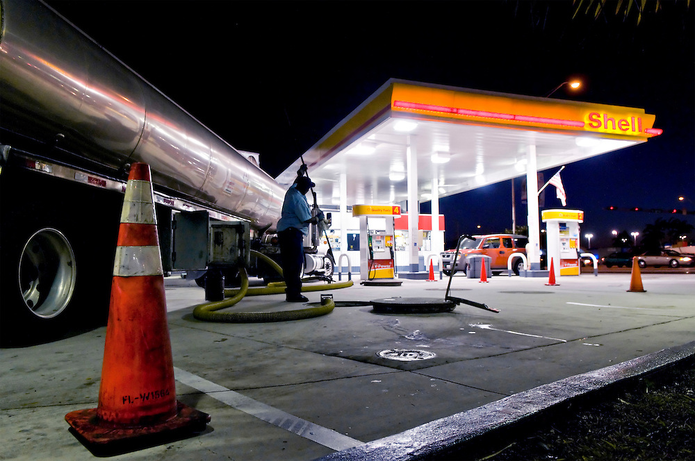USA, Vereinigte Staaten von Amerika, 2008,   |  USA United States of America,Shell petrole station Miami, gas station,