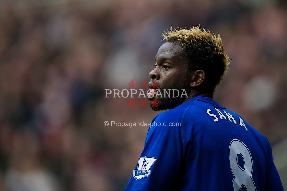 NEWCASTLE, ENGLAND - Saturday, March 5, 2011: Everton's Louis Saha in action against Newcastle United during the Premiership match at St. James' Park. (Photo by David Rawcliffe/Propaganda)
