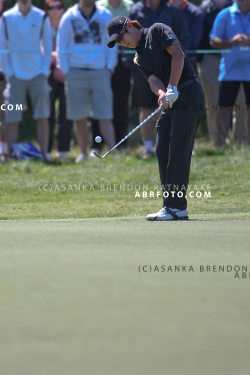 20 November 2011 : K.T. Kim chips onto the green on the first hole during the fifth-round Sunday Final round single ball matches at the Presidents Cup at the Royal Melbourne Golf Club in Melbourne, Australia. .