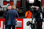 28-11-2015 VOETBAL:FC TWENTE-WILLEM II:ENSCHEDE<br /> Bas van Veenendaal in gesprek met Gertjan Verbeek in een van zijn laatste optredens voor FOX sports. Hij vertrekt naar Ziggo sports<br /> <br /> Foto: Geert van Erven