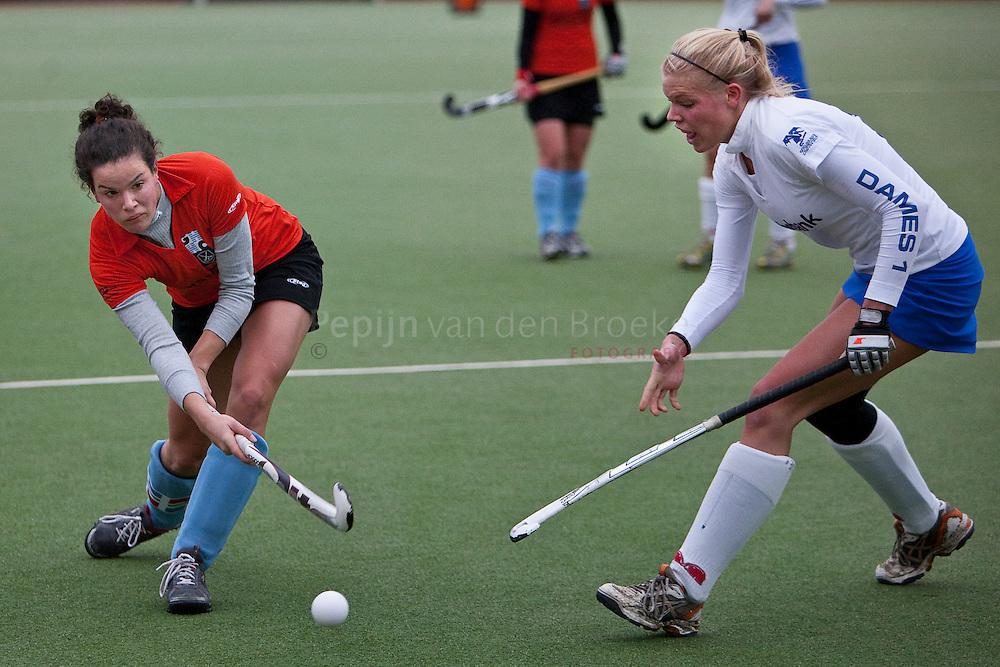 Harener Holt 29/11/2009. GHHC dames 1 - Zwolle dames1. vlnr: Carin-Ann Hasselt, Suzanne Meijering. foto: Pepijn van den Broeke.